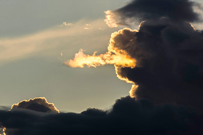 A photo of clouds that look like a dog breathing fire - 10 Amazing Photos Taken At Just The Right Time