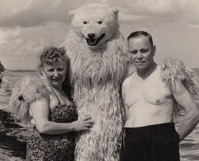 German-Couple-Posing-With-A-Polar-Bear