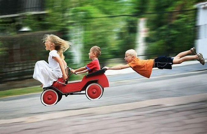 A photo of three children going downhill in a cart - 10 Amazing Photos Taken At Just The Right Time