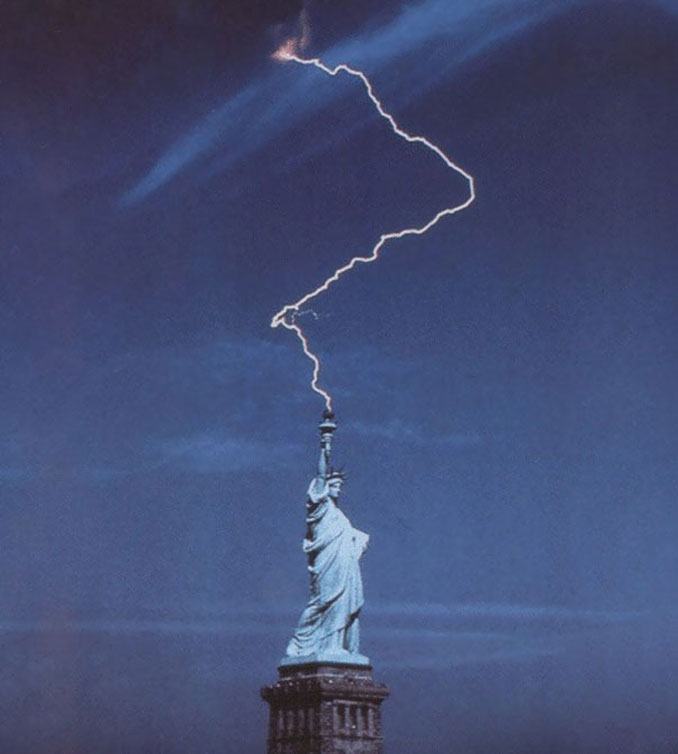 A photo of lightning striking The Statue of Liberty - 10 Amazing Photos Taken At Just The Right Time