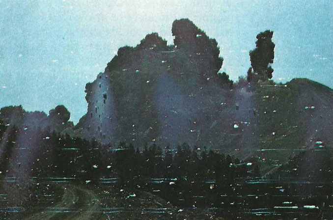 Robert Landsburg's photograph of Mount St Helens erupting in 1980 - 10 REAL Photos With Unsettling Backstories