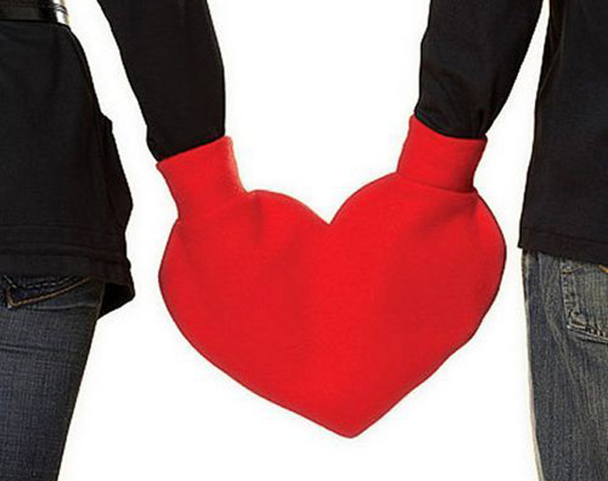 This Valentine's heart mitten is the most awful Valentine's day gift ever.
