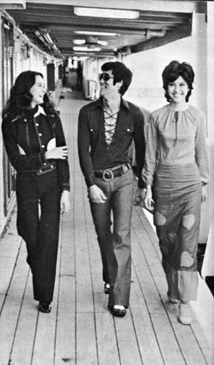 Bruce Lee walking with two Hong Kong actresses.