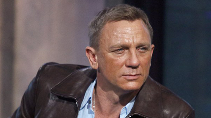 Daniel Craig has permanently injured himself on the set of bond.