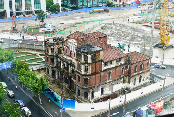 The Qiu Brothers Mansion is plagued by ghosts and is one of the most haunted places in China